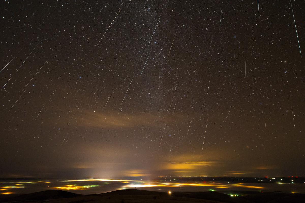 Geminids over Pendleton. Image credit: Thomas W. Earle