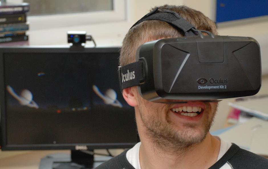 John Timlin using the prototype StarSightVR software on the Oculus Rift headset. Image credit: Jason Cowan, UK ATC.