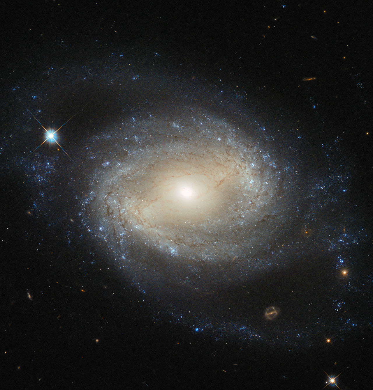 Elegant spiral galaxy hides a hungry monster – Astronomy Now